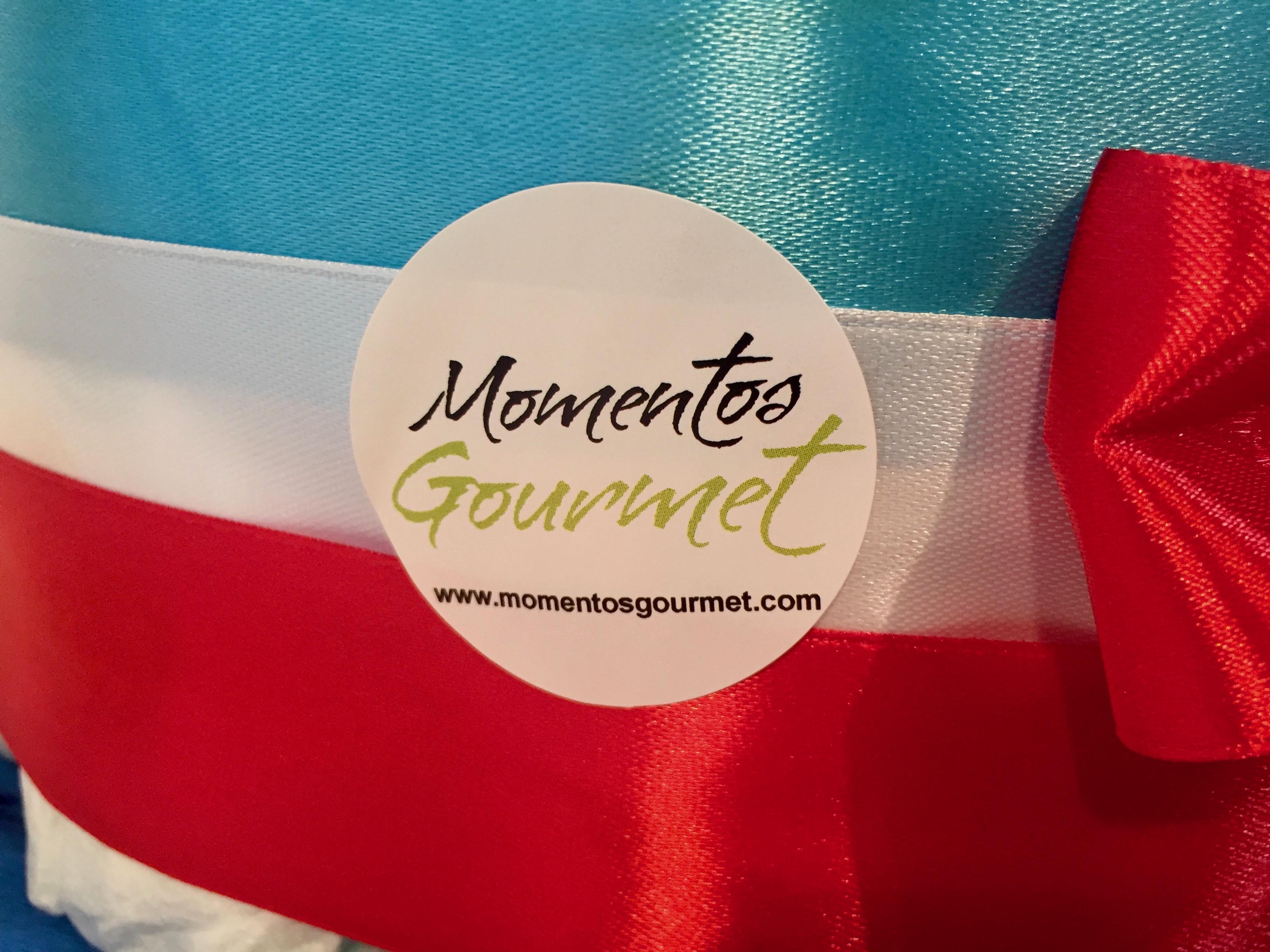 Logo-MomentosGourmet-rojo-blanco-azul