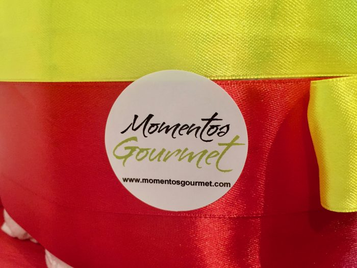 Logo-MomentosGourmet-amarillo-rojo