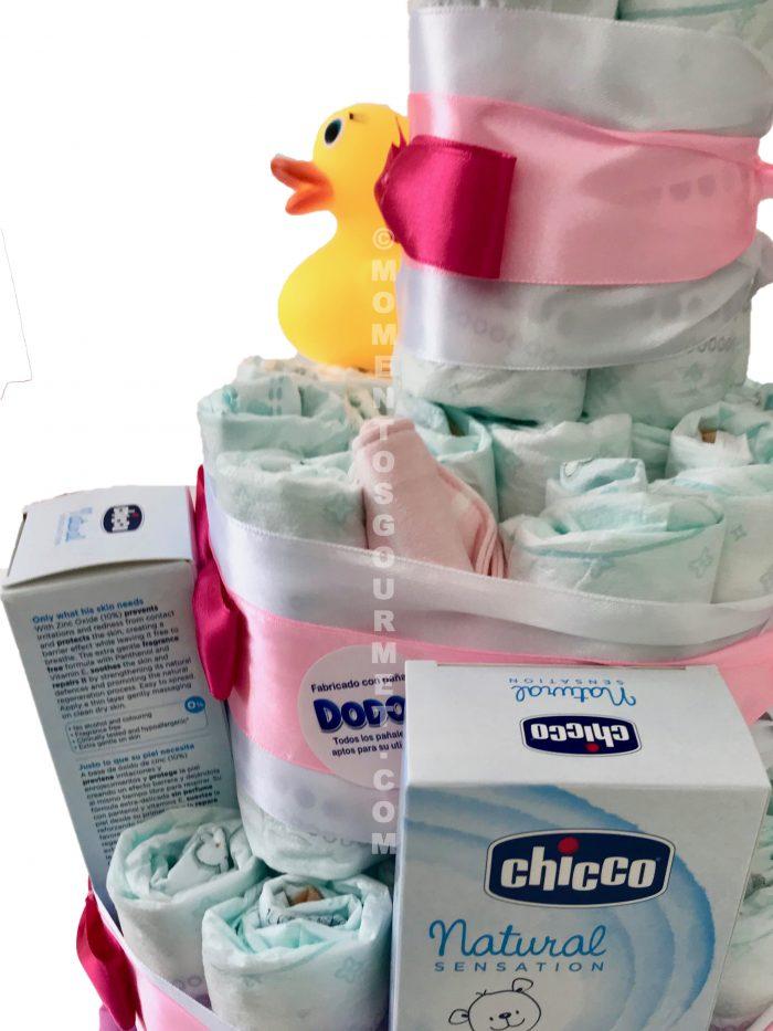 Tarta-de-pañales-Chicco-rosa-baño